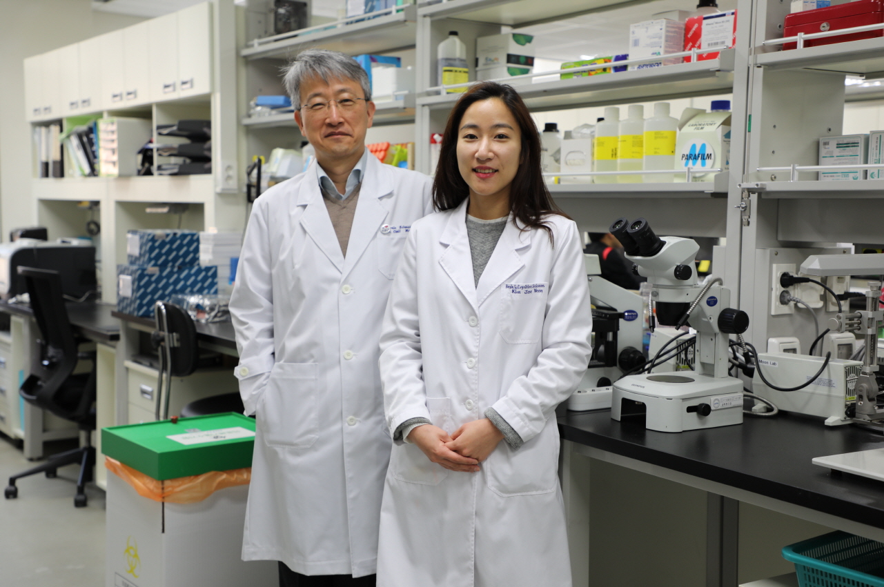 Department of Brain and Cognitive Sciences Professor Cheil Moon (left) and the first author Jae Yeon Kim, a Ph.D. student (right) ⓒDGIST
