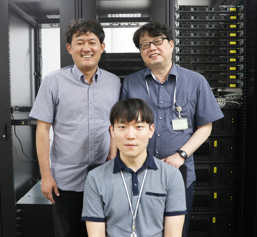 Dr Hyunmin Kim (left; Senior researcher, Division of Biotechnology of DGIST), Prof J.D. Lee (right; Professor, Dept. of Emerging Materials Science of DGIST), Dr Youngjae Kim (front; Researcher, Prof J.D. Lee's group). Photo courtesy: DGIST